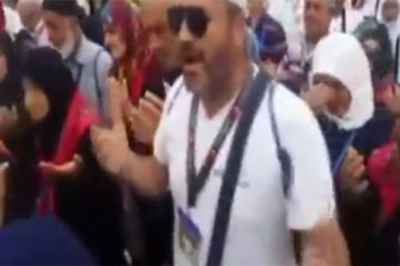 Pilgrims vow to vote 'yes' in referendum, curses at Gulenists at Kaaba
