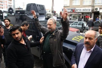 A German journalist detained by police in Diyarbakır