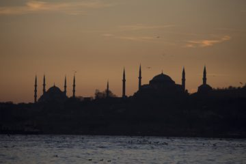 Hundreds of Dutch vacationers cancel trips to Turkey over row