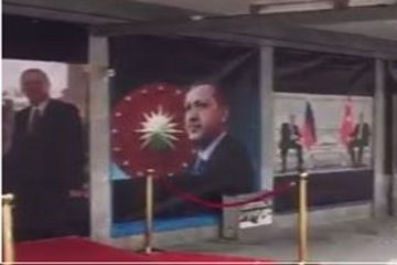 Dutch police removes Erdoğan's posters from facade of Rotterdam building