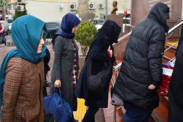 33 housewives detained in Kayseri over alleged ByLock use