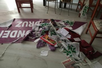 Pro-government mob attacks HDP office in Denizli, steals laptops, money