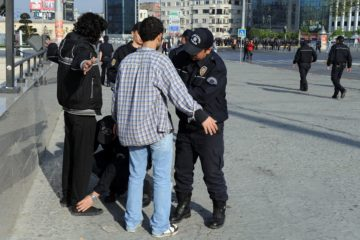 Welcome to Turkish police state: 71,705 security officers stop & search 633,772 people, detain 1,628 in a day
