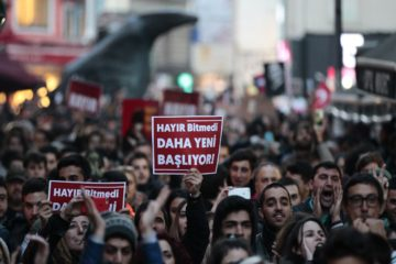 4 detained in İzmir for demonstrating in protest of YSK's unstamped ballot decision