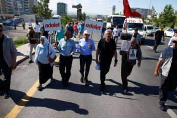 Former AKP deputy, founder join CHP's 'March of Justice' in Turkey
