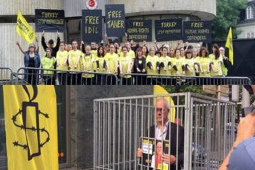 Amnesty protests arrest of 2 members in front of Turkish embassies
