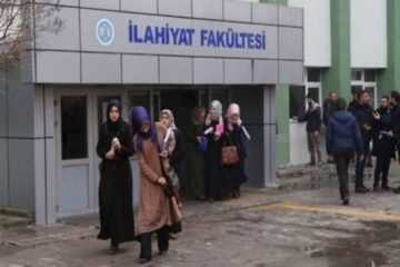 Turkish students flock to theology faculties due to job guarantees