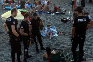Turkish police detain 2 women for drinking beer on beach