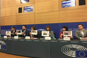European parlamenters show support for jailed journalists in Turkey