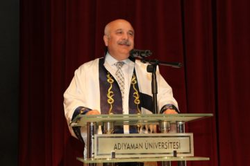 Erdoğanist university rector: Shaking hands with women 'more horrific than holding fire'