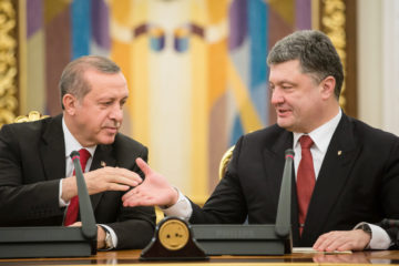 Ukraine's Poroshenko knocking on table can't keep Turkey's Erdoğan awake at press briefing
