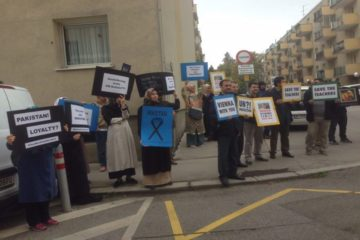 Illegal deportation of Kaçmaz Family to Turkey protested in front of Pakistani embassies