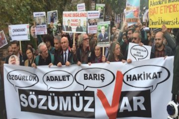 Turkish police bar İstanbul rally to show solidarity with jailed journalists, lawyers