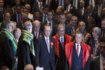 Turkey's new judges, prosecutors give Erdoğan standing ovation at palace ceremony